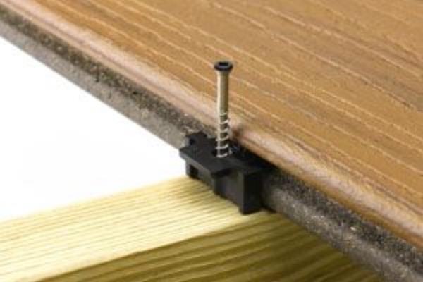 hideaway-universal-fastener-install-transcend-decking-2.jpg