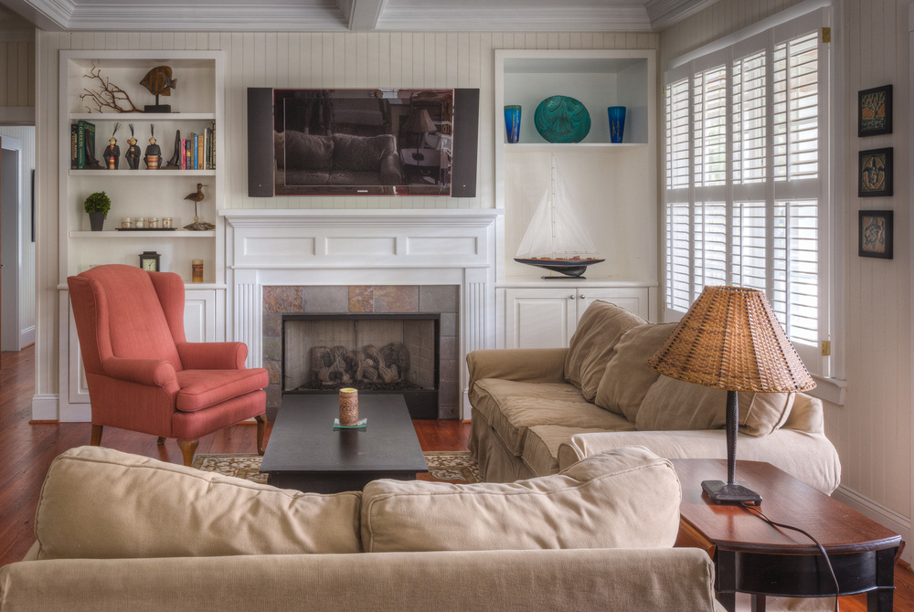 065 living-room-tv.jpg