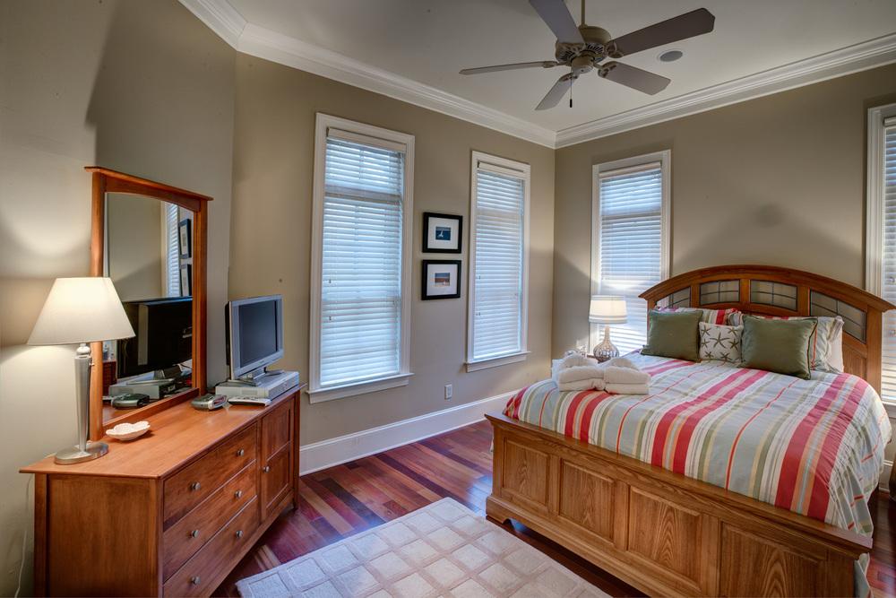 210 lower-bedroom-PS1.jpg