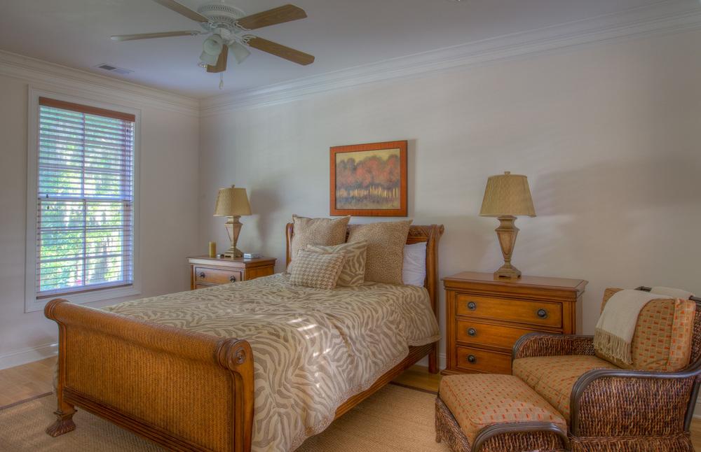 300 upper-bedroom.jpg