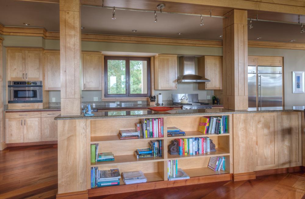 040 kitchen-straight.jpg
