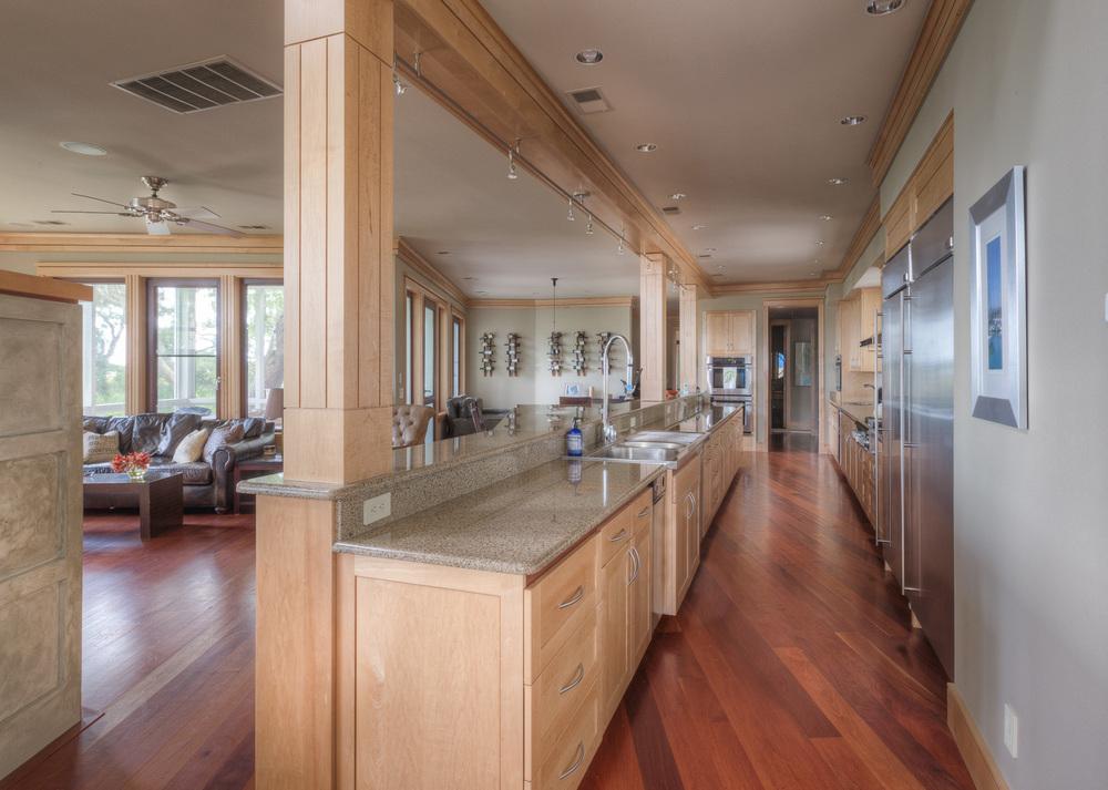 090 kitchen-long.jpg