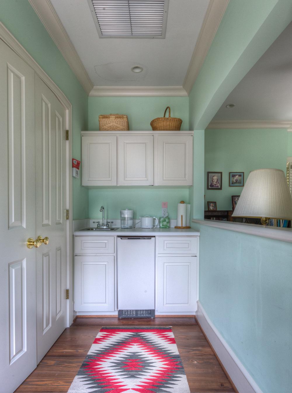 150 kitchenette.jpg