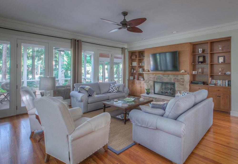 070 living-room.jpg
