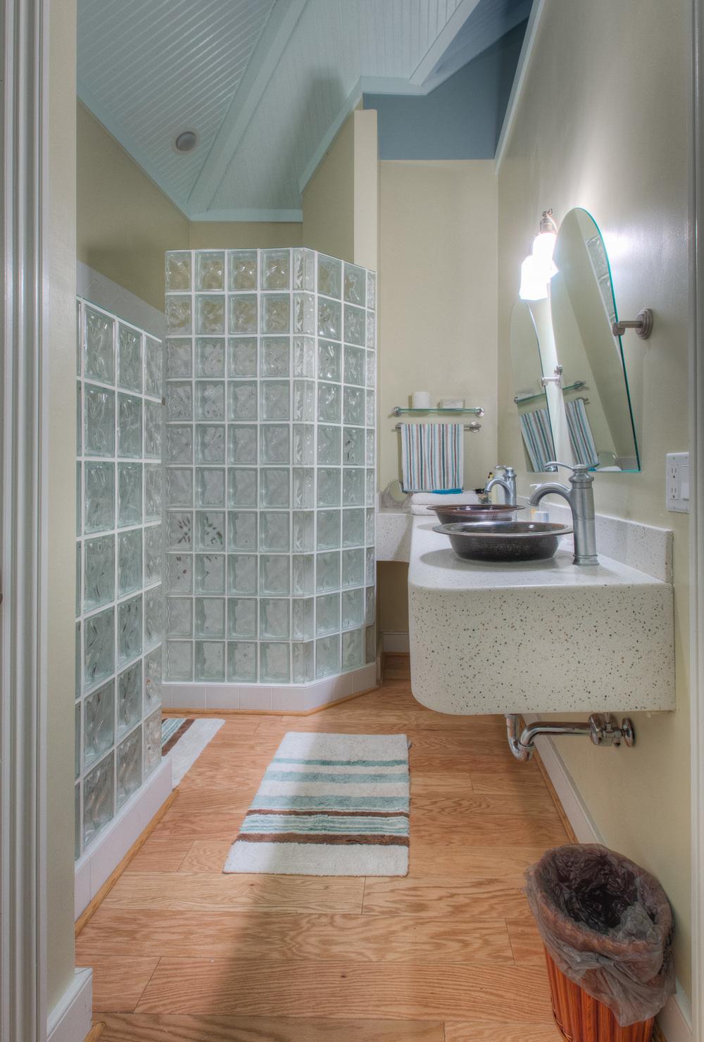 225 guest-house-bath.jpg