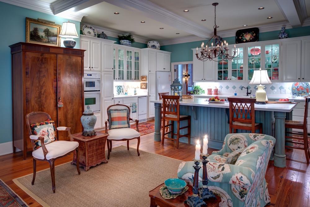 100 kitchen-sitting-area.jpg