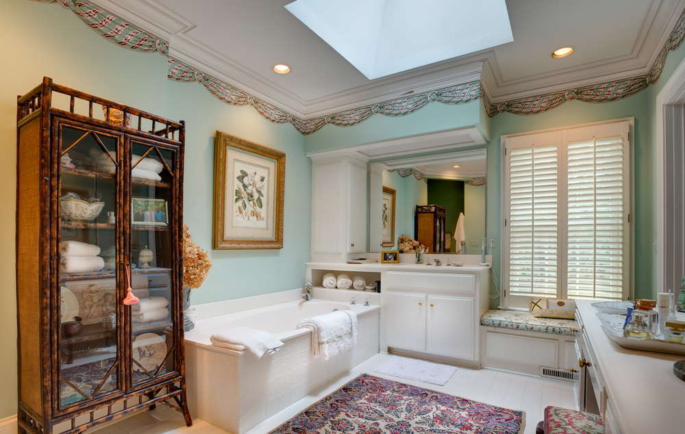 210 master-bath-tub-PS1.jpg