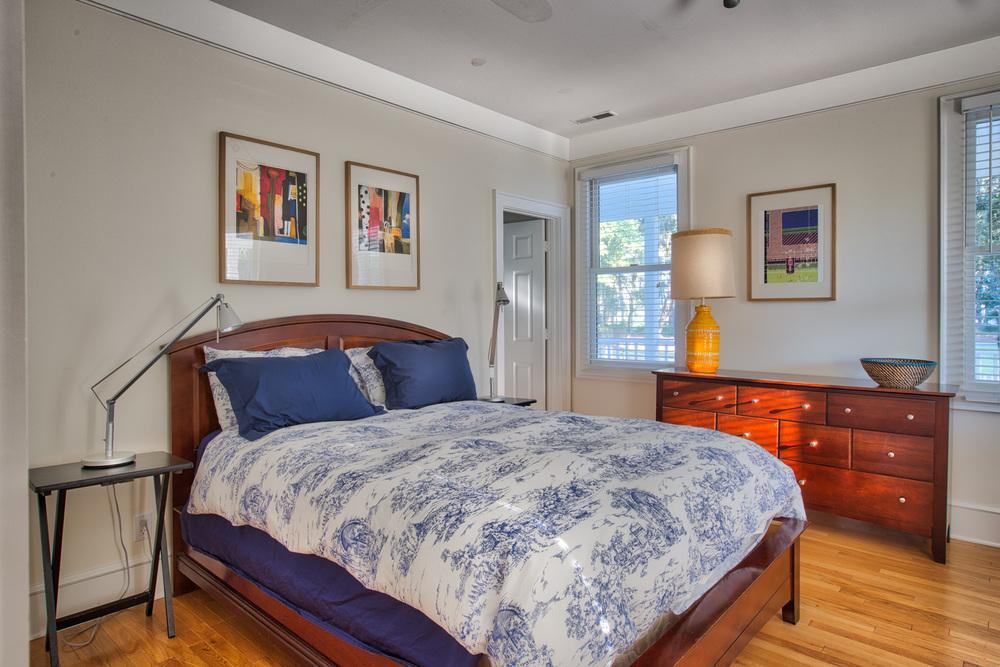 240 lower-bedroom.jpg