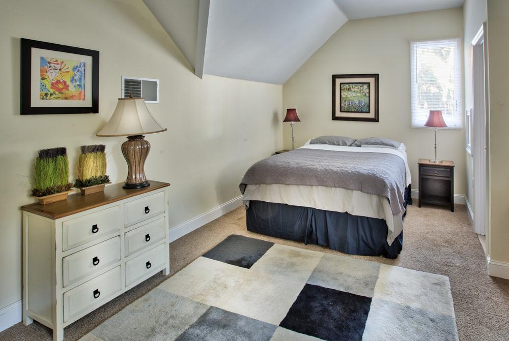 260 upstairs-bed.jpg