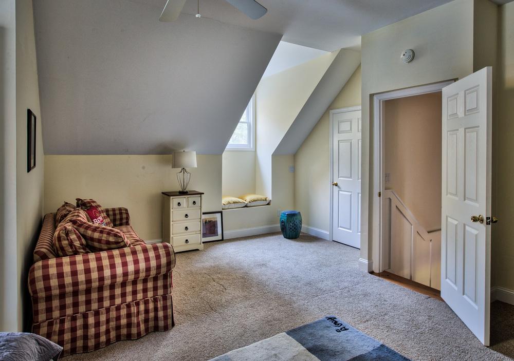 280 upstairs-sitting.jpg