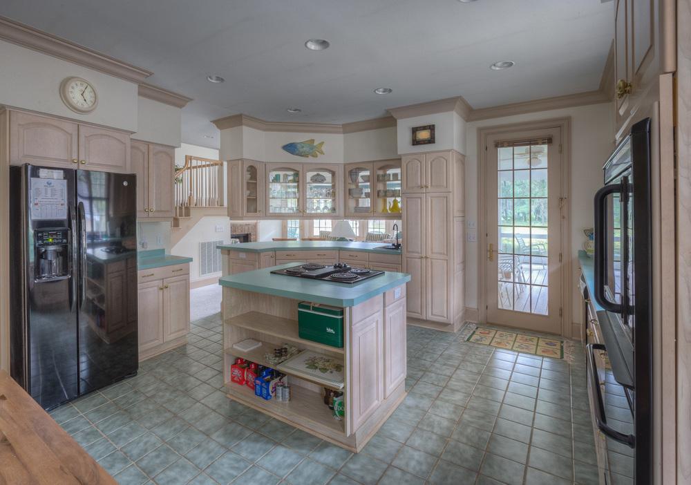 090 kitchen-counter-EXT.jpg