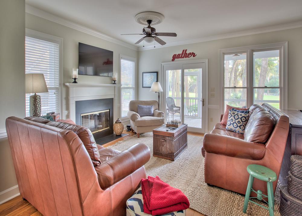110 living-room.jpg
