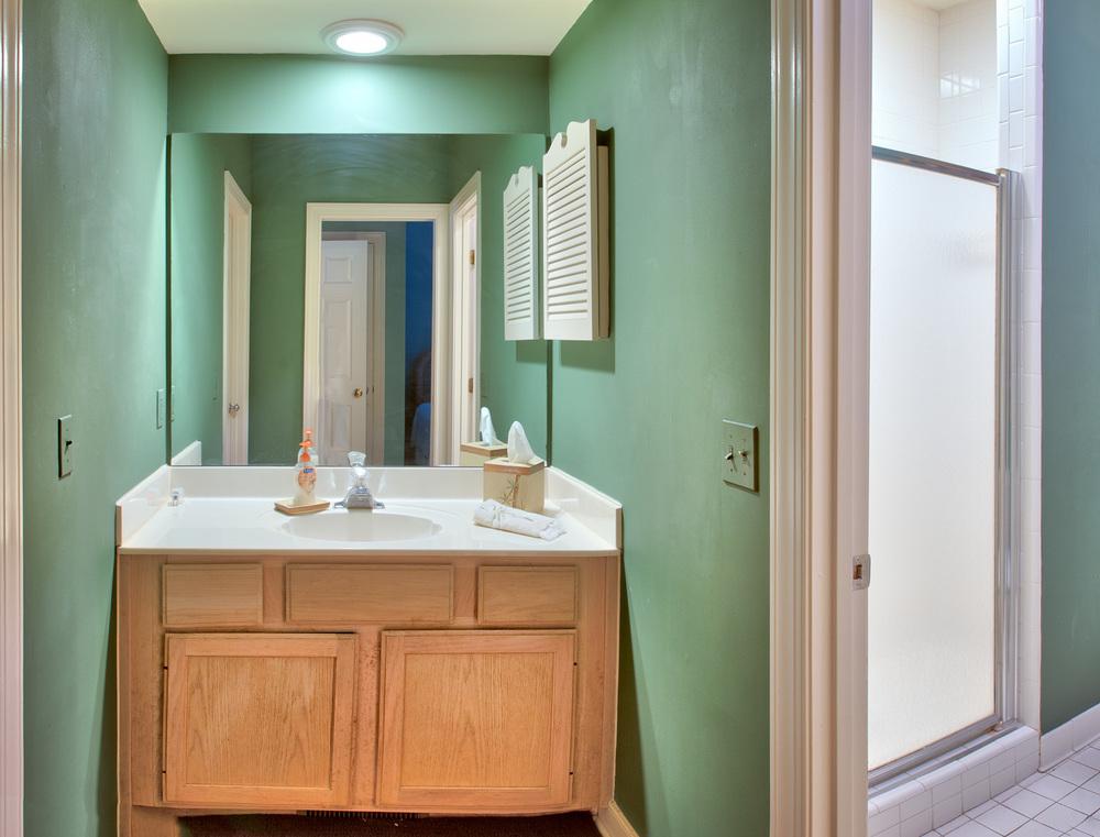310 bathroom.jpg