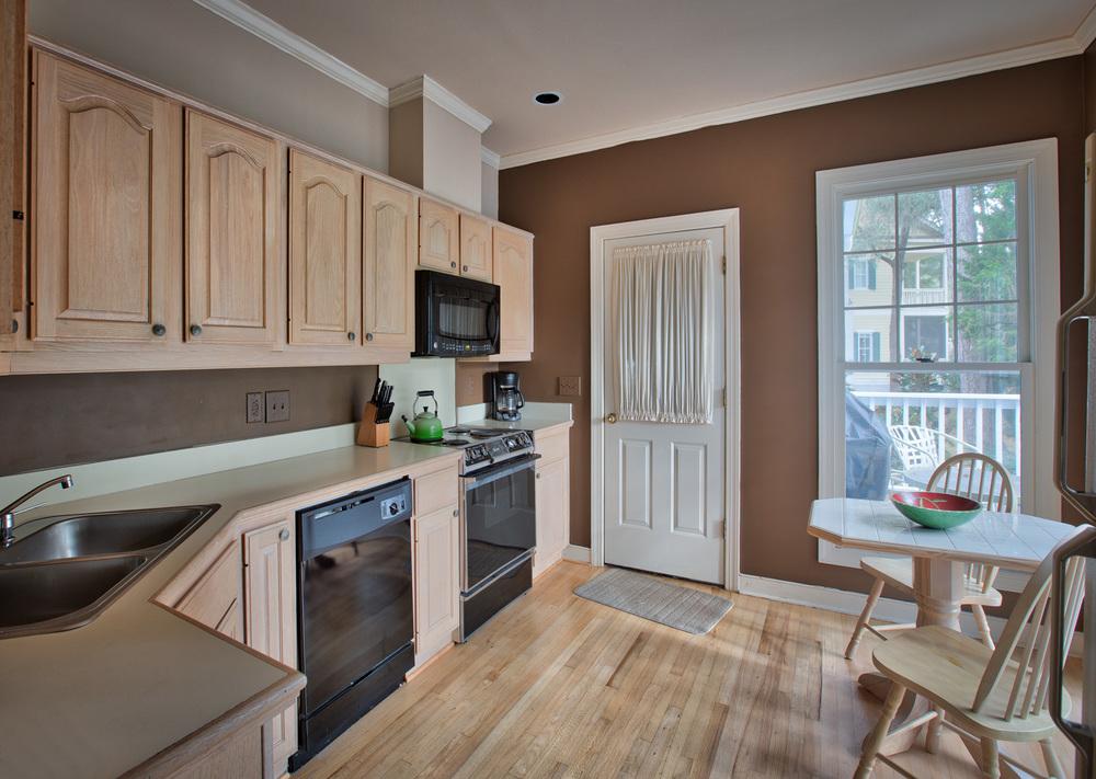 090 kitchen-door.jpg