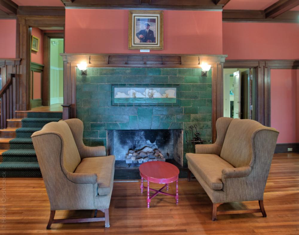 040 fireplace.jpg