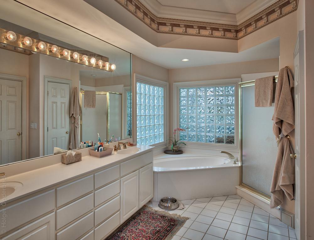 170 master-bath-tub.jpg