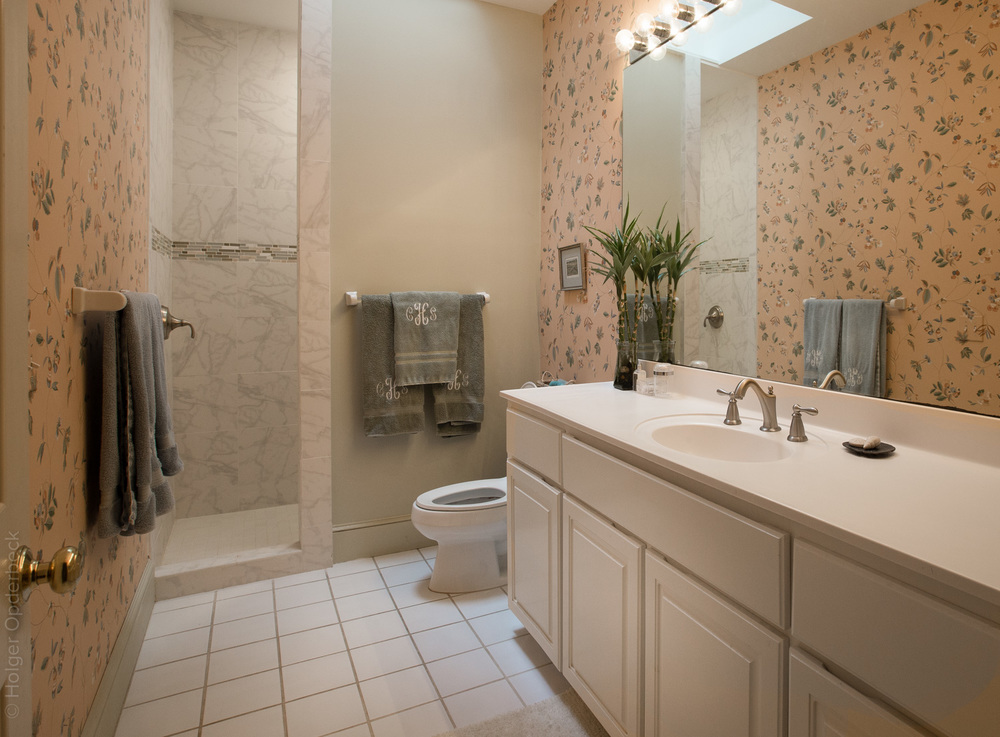 250 hall-bath.jpg