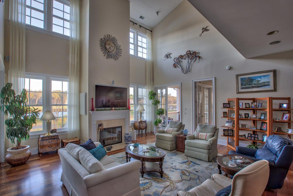 090 living-room-PS1.jpg