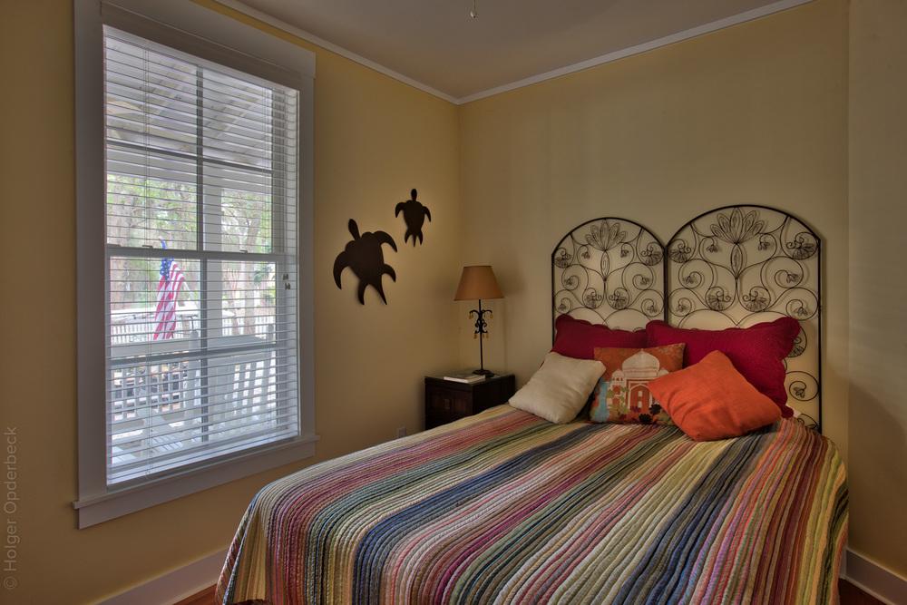 190 lower-bedroom.jpg