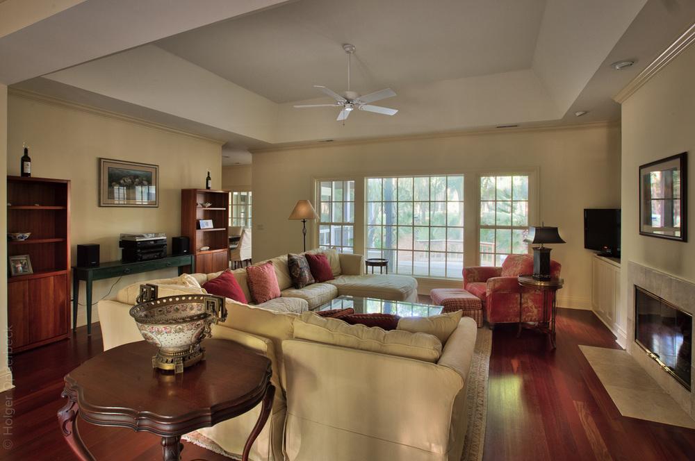 080 living-room-right.jpg