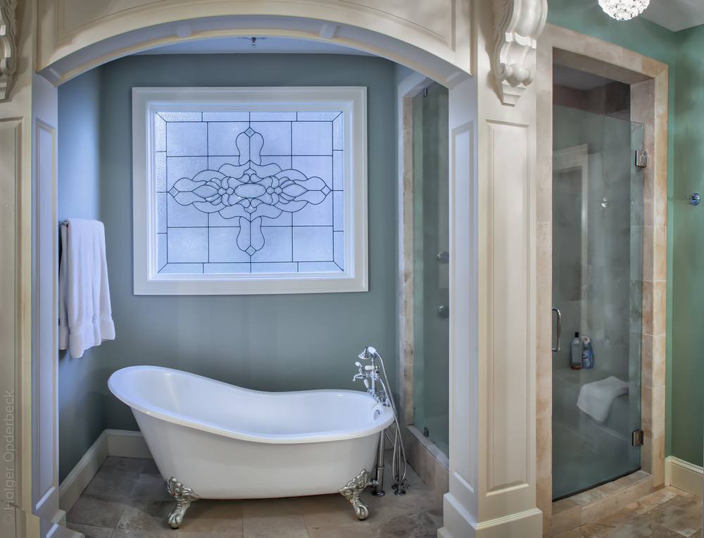 210 master-bath-tub.jpg
