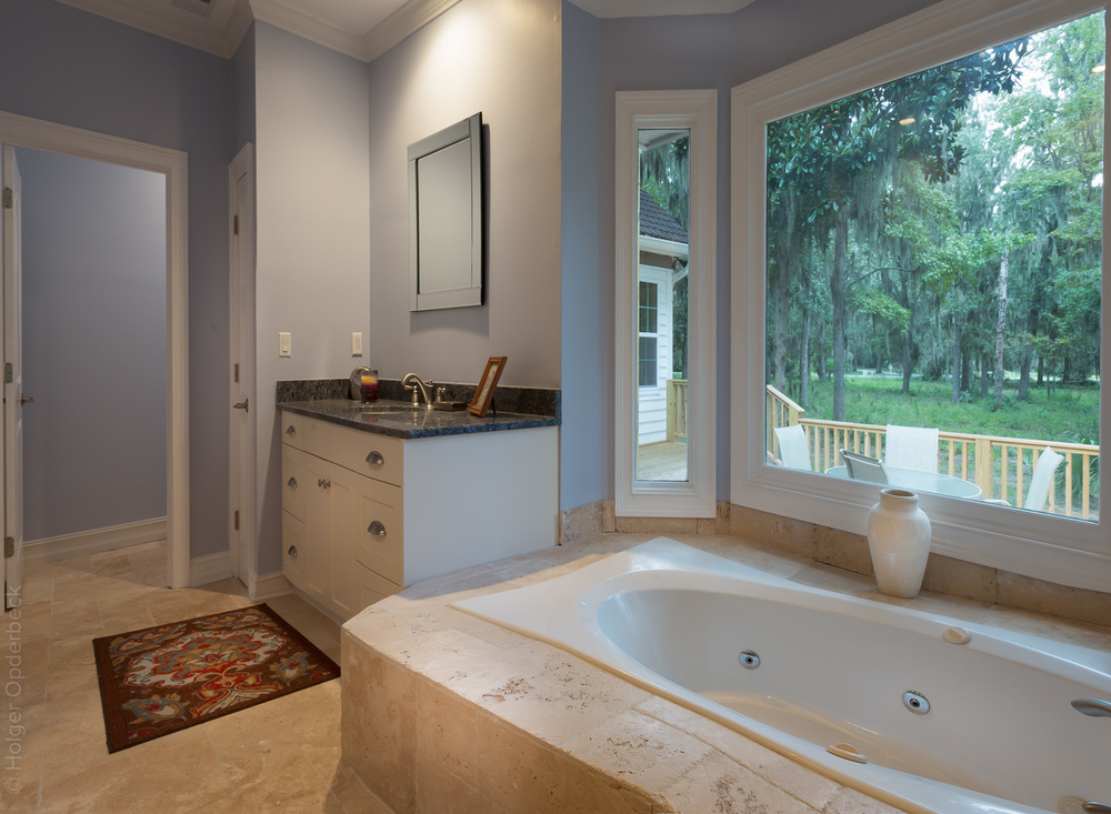 110 master-bath-tub-PS2.jpg