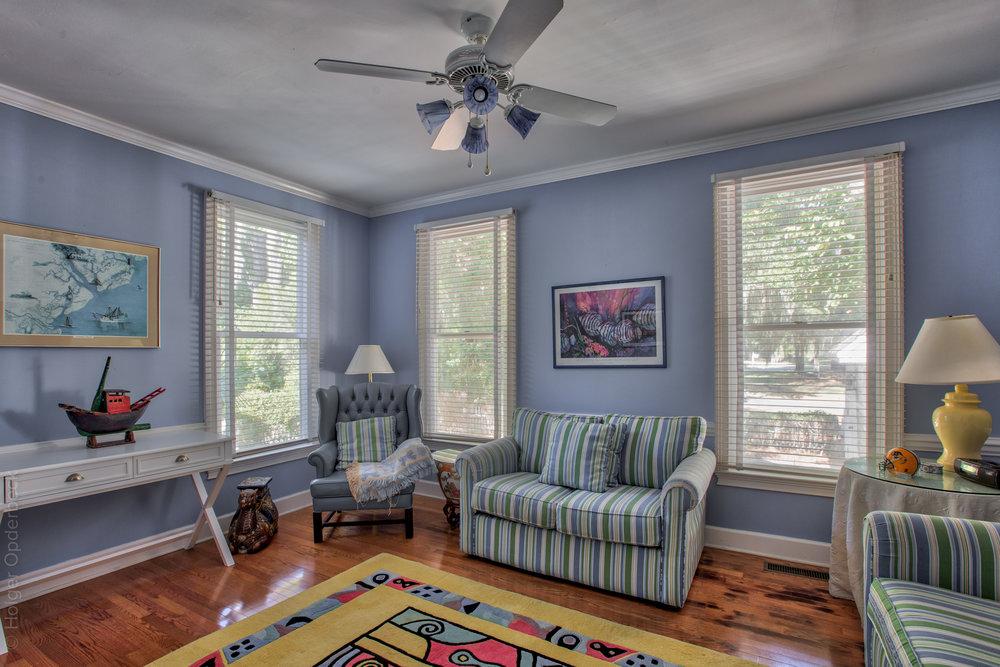 150 sitting-room.jpg