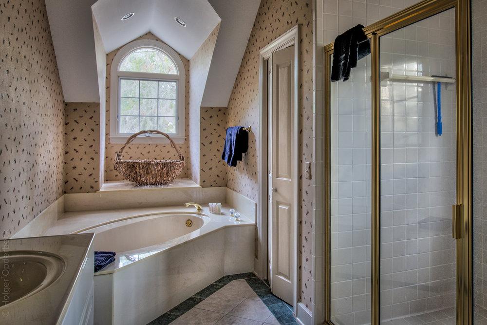 bathroom-one-tub.jpg