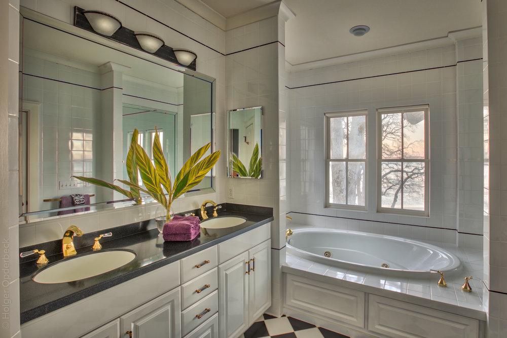 bedroom-master-bath.jpg