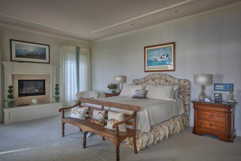 bedroom-master-inside.jpg