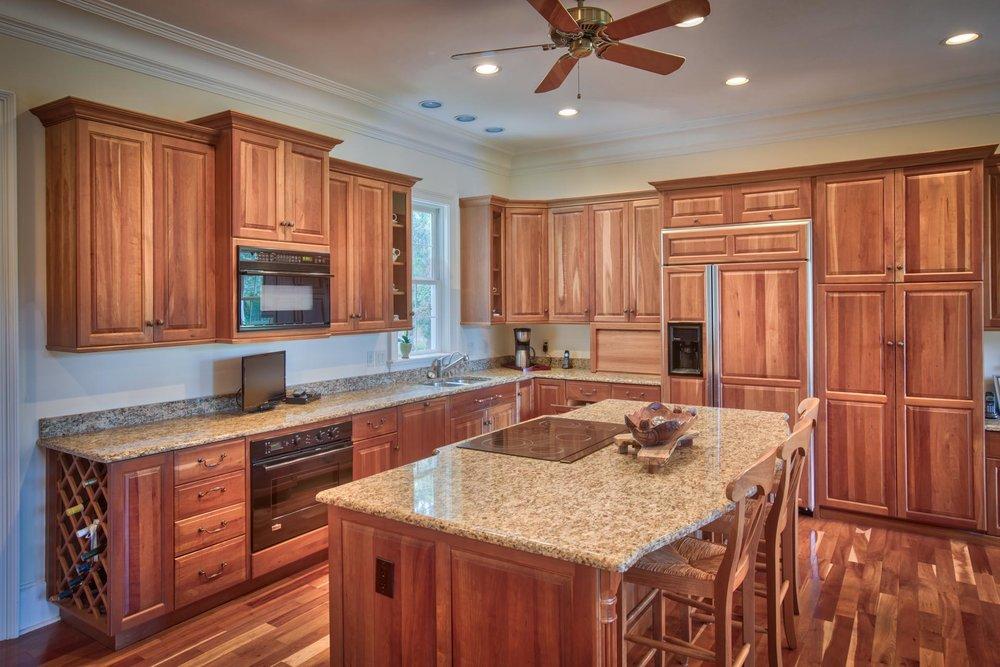 kitchen-left-L.jpg
