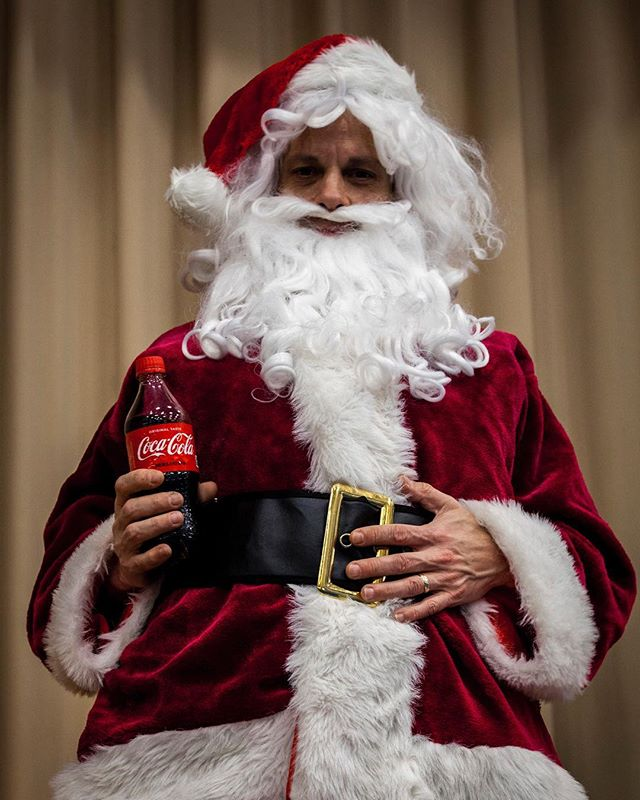 When school Santa photos unexpectedly turn into a commercial. #candid #Santa #Coke #CocaCola #ShareACoke #Christmas