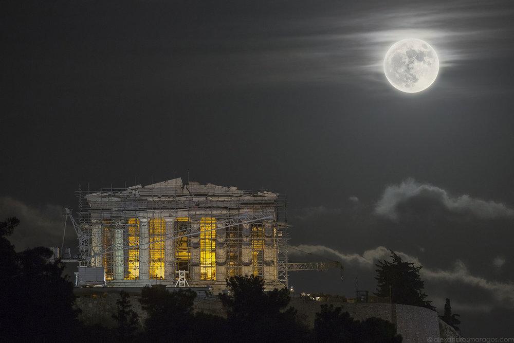 Supermoon over the Acropolis - TWAN Honorable Mention Award |© Alexandros Maragos