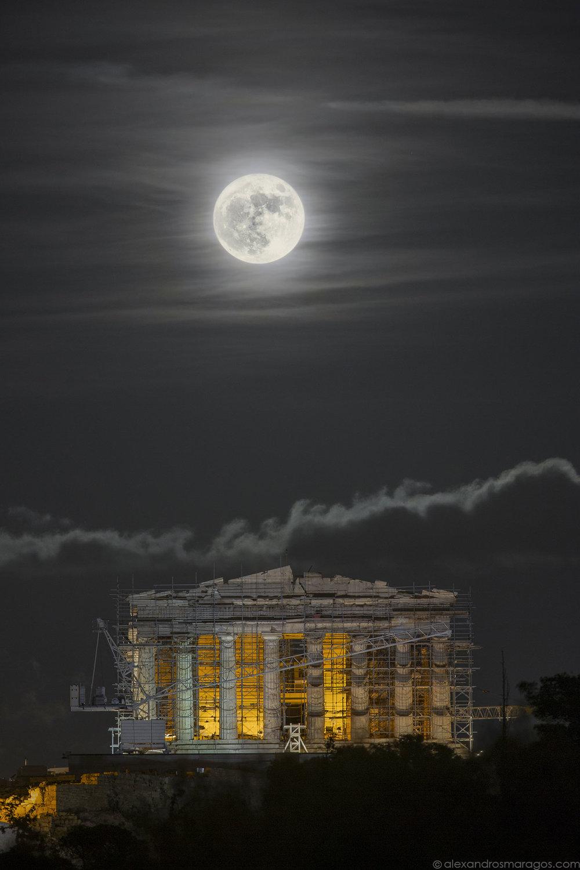 Supermoon over the Acropolis |© Alexandros Maragos