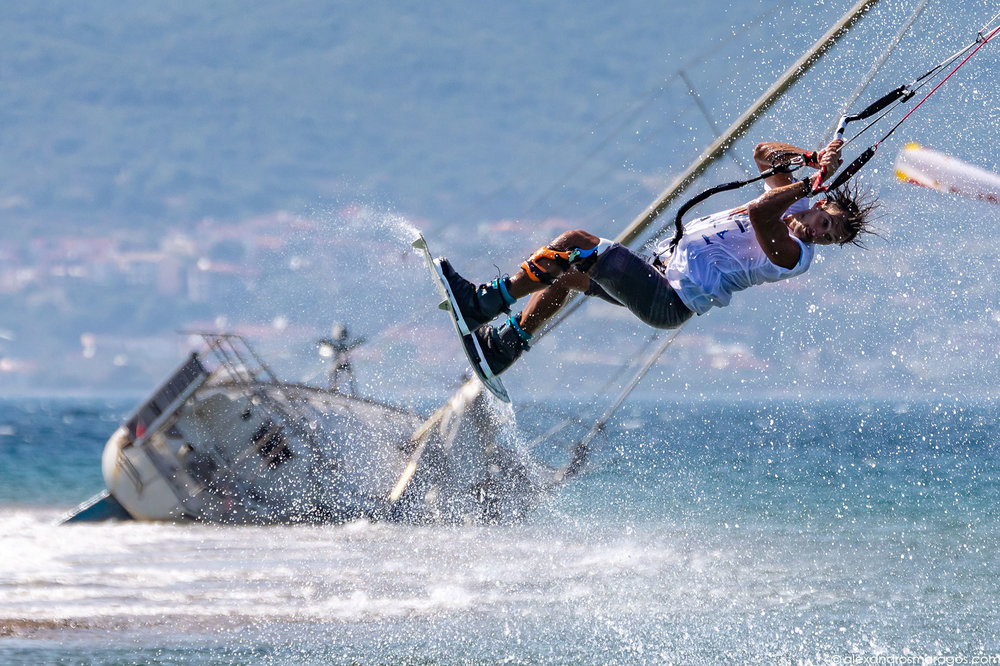 Youri Zoon performing at the Kitesurf Festival, Cape Drepano, Greece | © Alexandros Maragos