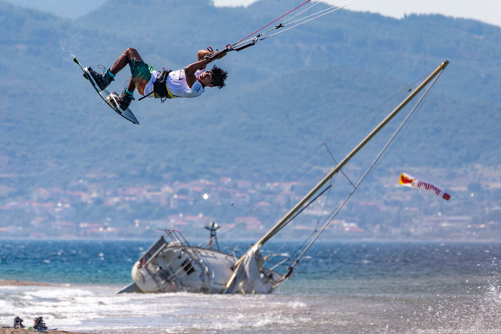 Carlos Mario performing at the Kitesurf Festival, Cape Drepano, Greece | © Alexandros Maragos