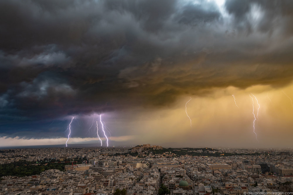 Thunderstorm in Athens, Greece | © Alexandros Maragos