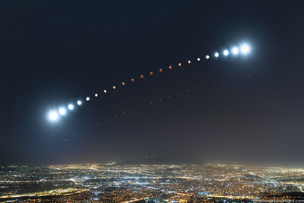 Total Lunar Eclipse over Athens, Greece | © Alexandros Maragos