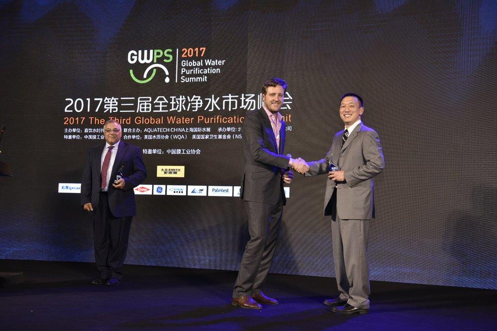 Copy of John Robinson congratulates Dan Cho on Onvector's Market Readiness award