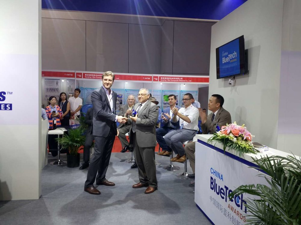 Robinson presents the Technology Innovation award to Element Six in the Innovation Pavilion