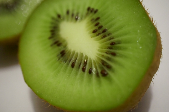 Michael Fötsch  / Creative Commons  [Image description: close-up photograph of a kiwi fruit cut in half.]