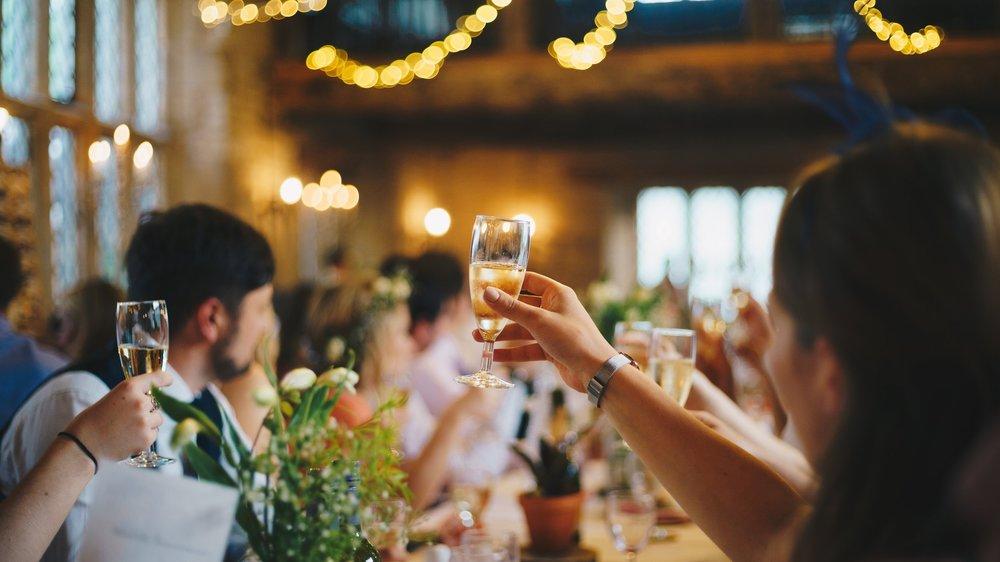 Objetivo principal do sommelier é fazer os clientes felizes, e não educá-los sobre vinhos. Fonte:  Unsplash .