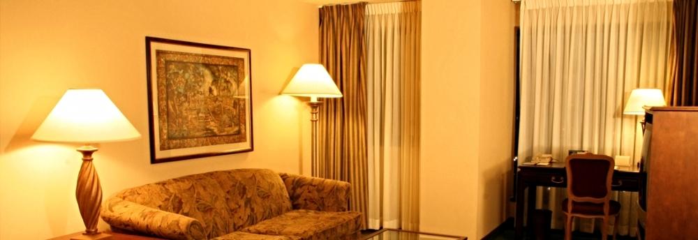Hotel-suite-living-room.jpg