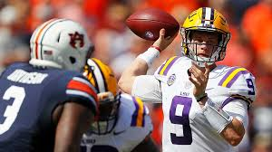The great quarterback of LSU, Joe Burrow, led the Bengal Tigers to a monumental victory at Auburn (Photo, Sporting News).