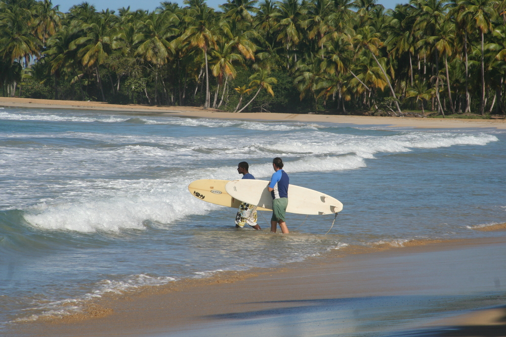 surf lessons on Luis beach