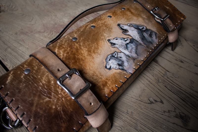 wolves-howling-leather-knife-roll-2.jpg