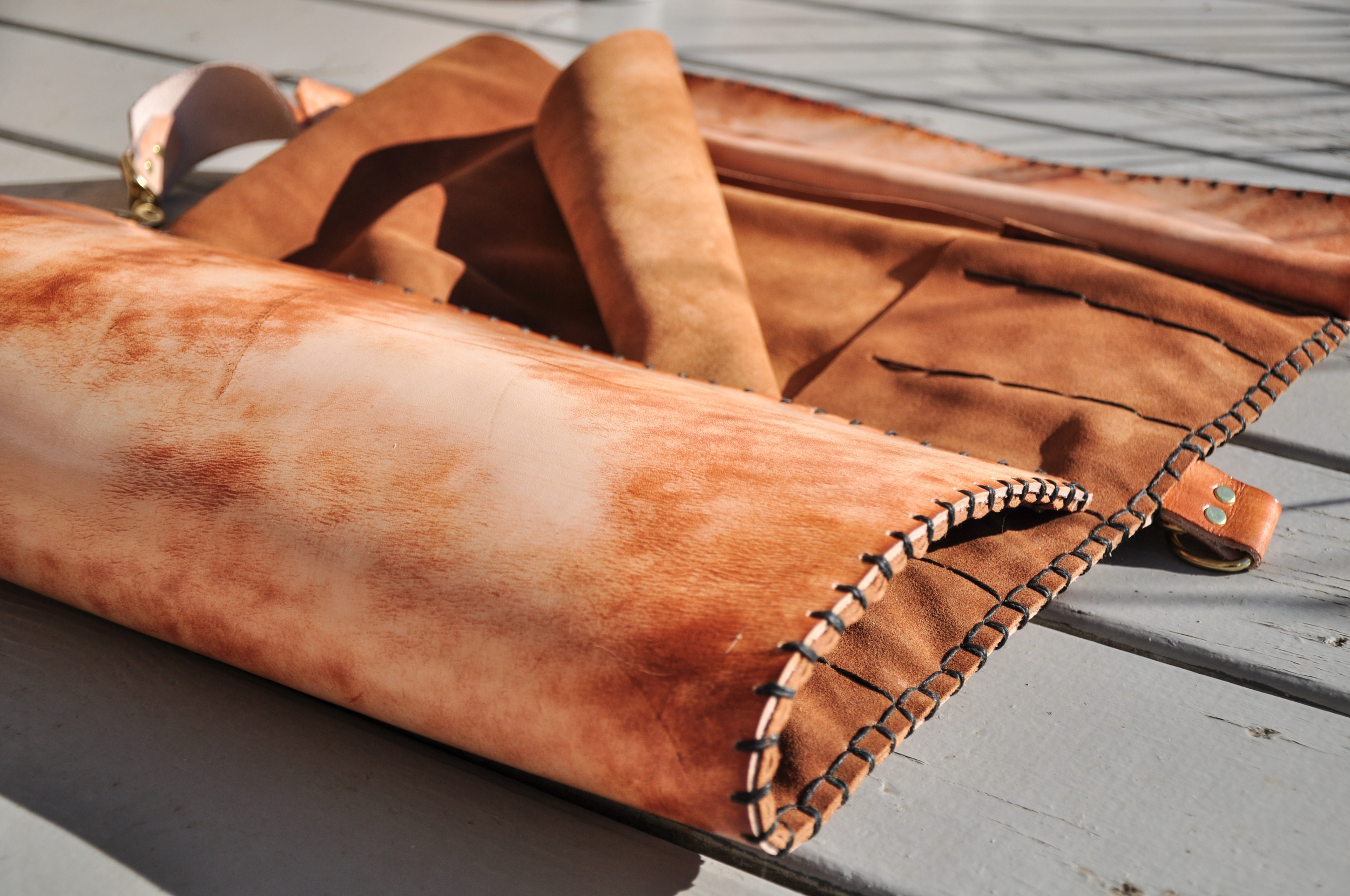 Custom leather knife roll pig