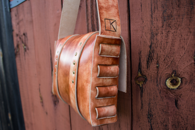 Leather Messenger Bag with vintage buckles-3