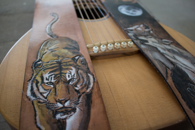wildlife-guitar-straps-wolves-and-tiger-10.jpg