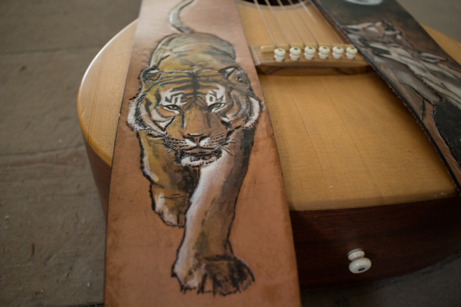 wildlife-guitar-straps-wolves-and-tiger-14.jpg
